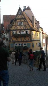 Малка, красива къща